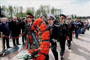Cộng đồng người Việt tại Saint-Petersburg tri ân các anh hùng chống phát-xít