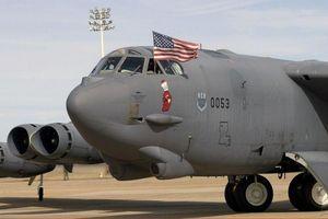 Hình ảnh phi đội máy bay B-52 Mỹ đầu tiên hạ cánh tại Trung Đông