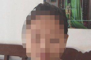 Người mẹ yêu cầu khởi tố người đàn ông có hành động 'lạ' với con gái mình