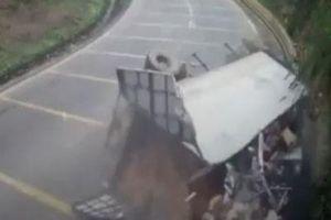 Tai nạn kinh hoàng tại rào chắn 2 tỉ đồng trên Dốc Cun