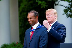 Tiger Woods nhận huân chương danh tự do từ tổng thống Trump