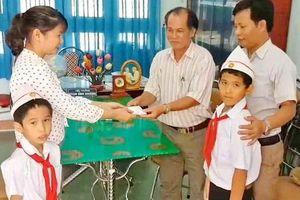 Tấm gương tốt đẹp của hai nam sinh tiểu học ở Bình Định