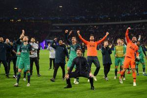 Màn ăn mừng tấm vé chung kết Champions League của dàn sao Tottenham