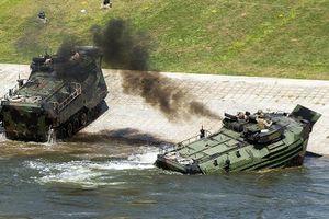 Xe bọc thép bị lật, 1 lính Thủy quân lục chiến Mỹ thiệt mạng