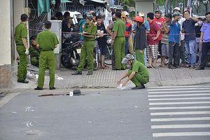 Tranh cãi về xe máy, khách truy sát hai nhân viên karaoke thương vong