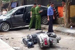 Xe Toyota Camry cán chết người khi lùi trong ngõ