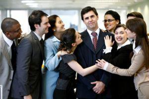 Liệu có thể luật hóa quy định 'công chức không được nịnh bợ sếp'?