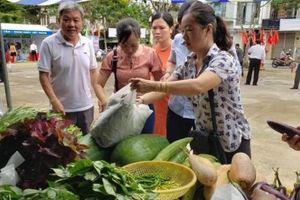 Đà Nẵng: Mê mẩn rau sạch, gà 'chạy bộ' ở phiên chợ nông sản sạch