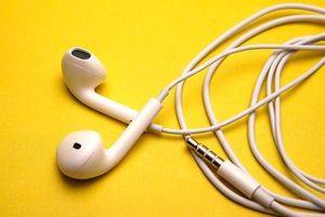 Rùng mình lý do bạn không nên cho người khác mượn tai nghe