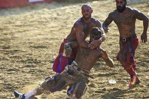 Giật mình môn 'bóng bầu dục' chết chóc thời La Mã cổ đại