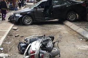 Hà Nội: Nữ tài xế lùi xe bất cẩn, cán chết người trên phố Khương Trung