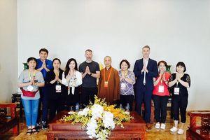 Cựu danh thủ Ryan Giggs về Hà Nam đi lễ chùa