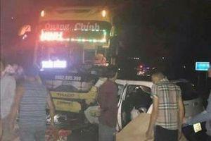 Xe khách đâm xe taxi, 5 người trên xe taxi thương vong