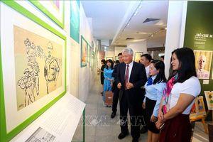 Trưng bày chuyên đề 'Chân dung Hồ Chí Minh - Góc nhìn từ tranh cổ động'