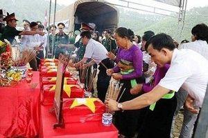 Đón các liệt sĩ anh dũng hy sinh tại Lào về với quê hương