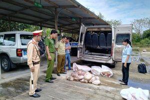 Quảng Nam: Xe khách vận chuyển hơn 5 tạ nội tạng, thịt động vật bốc mùi hôi thối