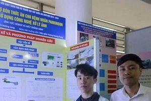 'Robot bón thức ăn' - một dự án nhân văn của học sinh Lào Cai