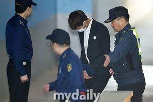 Jung Joon Young đã thừa nhận toàn bộ tội lỗi của mình, nhưng vì quá 'nhục nhã' nên anh chỉ biết cúi đầu mà đi