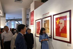 Khắc họa chân dung Chủ tịch Hồ Chí Minh - Góc nhìn từ tranh cổ động