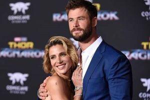 Vợ 'thần Thor' hơn chồng 7 tuổi vẫn tự tin với vóc dáng nóng bỏng quyến rũ