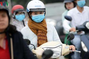 'Lạ lùng' cảnh người Hà Nội mặc áo rét giữa tháng Năm