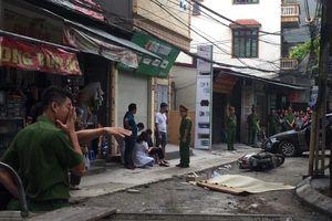 Khoảnh khắc nữ tài xế lùi xe làm chết người đi xe máy ở Hà Nội