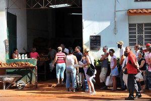 Cuba phân phối nhiều mặt hàng bằng tem phiếu trước áp lực cấm vận từ Mỹ