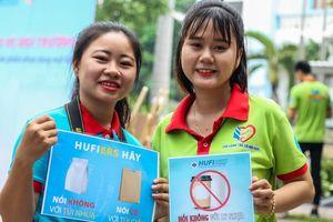 ĐH Công nghiệp Thực phẩm TP.HCM cấm sinh viên dùng ly và ống hút nhựa