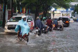 Khu nhà giàu Thảo Điền ở Sài Gòn khốn khổ vì cứ mưa là ngập