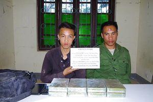 Bắt quả tang hai đối tượng vận chuyển tám bánh heroin trên khu vực biên giới