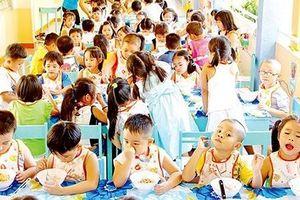 Bảo đảm an toàn thực phẩm trường học, cơ quan quản lý, phụ huynh cùng giám sát