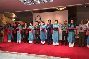 Tràn đầy dòng xúc cảm chân dung Hồ Chí Minh từ tranh cổ động