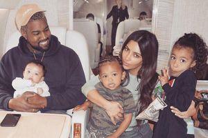 Kim Kardashian đón con thứ 4 nhờ người mang thai hộ