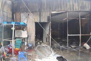 Cháy kho xưởng chứa giường nệm y tế rộng gần 1.000m2 ở Sài Gòn