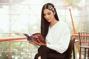 Nhan sắc Hoàng Thùy cuốn hút chuẩn quốc tế khi chính thức đại diện Việt Nam thi Miss Universe 2019