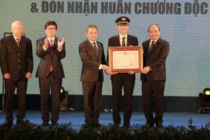 Đoàn Bay 919 của Vietnam Airlines kỷ niệm 60 năm thành lập và đón nhận Huân chương Độc lập hạng Nhì