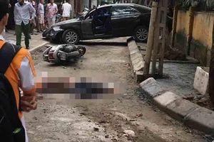 Khoảnh khắc nữ tài xế lùi ô tô tông chết người ở Khương Trung, Hà Nội