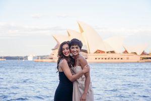 H'hen Niê xinh đẹp hút mắt khi hội ngộ Hoa hậu Hoàn vũ Australia 2018