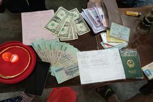 Nhặt được hơn 100 triệu đồng, hai vợ chồng nông dân xứ Quảng trả lại người đánh rơi