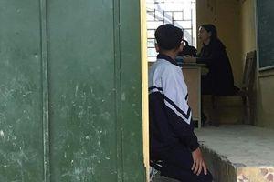 Cô giáo bắt học sinh quỳ trước lớp bị đình chỉ giảng dạy