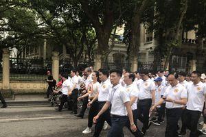 Gần 8.000 người xuống đường tuần hành ủng hộ 'Đã uống rượu bia – Không lái xe'