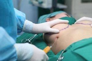 Nữ doanh nhân nhập viện khẩn cấp vì biến chứng sau ca nâng ngực ở nước ngoài