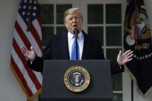 Động thái lạ của ông Trump giữa lúc nguy cơ chiến tranh Mỹ, Iran