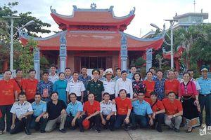 Đoàn đại biểu Nghệ An thăm, tặng quà cán bộ, chiến sĩ trên quần đảo Trường Sa, Nhà giàn DK1