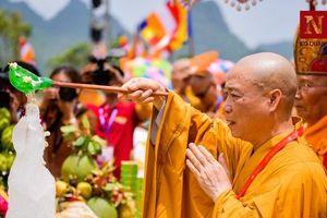 Độc đáo nghi lễ tắm Phật chùa Tam Chúc, mừng Đại lễ Phật đản Vesak 2019