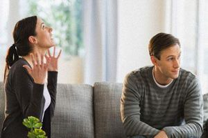 Để ngăn cản chồng với người cũ, tôi đã phải gồng mình lên biến bản thân thành một người ghê gớm nhưng chẳng làm anh chột dạ chút nào