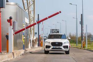 Jaguar Land Rover tích hợp công nghệ thu phí tự động cho xe hơi