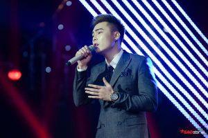 Thanh Hà, Hồ Hoài Anh hóm hỉnh nhắc nhẹ khi thấy Hoàng Bách 'thân mật' với Hoàng Huy tại vòng Đối đầu - The Voice 2019