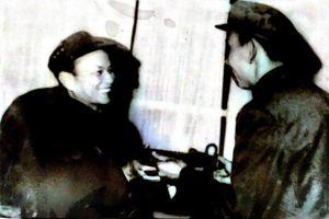 Bí mật thanh bảo kiếm bạn Lào trao tặng tướng Huỳnh Đắc Hương