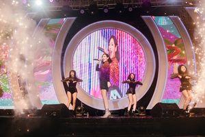 Phố đi bộ Hà Nội sôi động với 'thần tượng' K-Pop